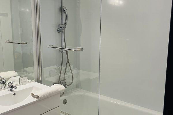 salle-de-bain-hotel-velaux